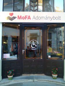 Mofa adománybolt bejárat-1