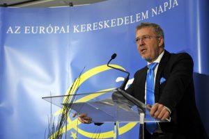 Krisán László, a VOSZ Kereskedelmi és Szolgáltató Szekció elnöke beszél az európai kereskedelem napja alkalmából rendezett nyilvános szakmai találkozón Budapesten a Hotel Corinthiában 2016. november 9-én.